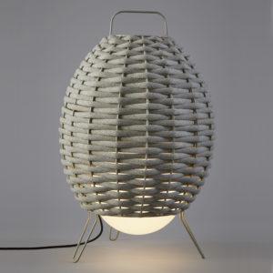Luminaria decorativa de pie  Cuca en cordón textil interior y exterior fabricada por El Torrent