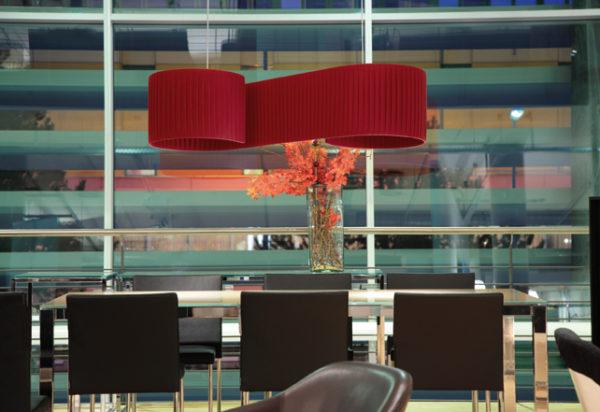 Duna luminariade suspensión en salón fabricada por El Torrent